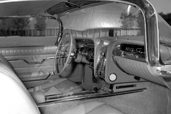 Skylark-III-cockpit.jpg